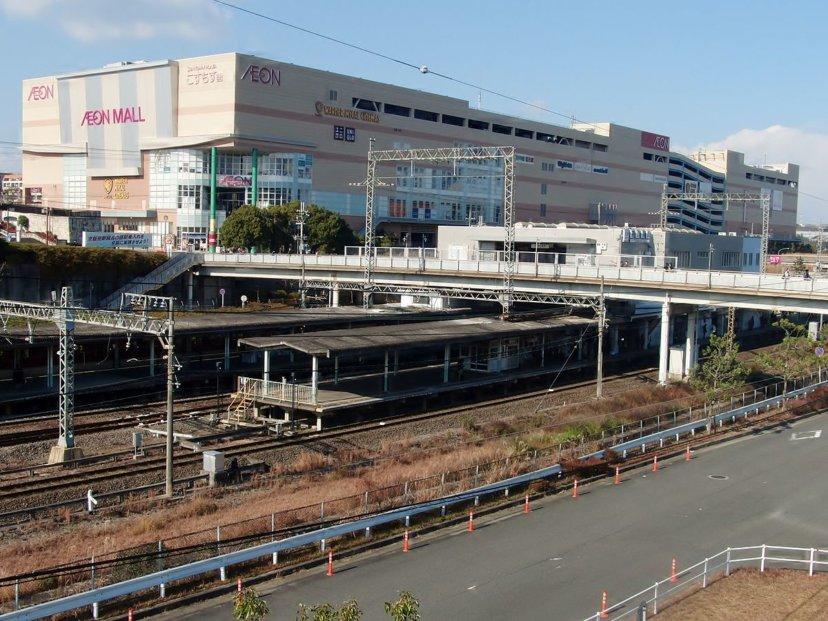 近鉄京都線「高の原」駅です。近くにはショッピングモールもあるので週末のお出かけも気軽にできますよ!